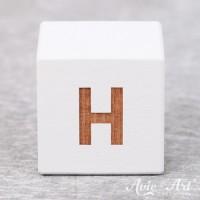 Würfel weiß mit Buchstabe - positive Gravur H