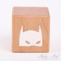 Holzwürfel mit einer Super Hero Maske weiße Farbe handbemalt