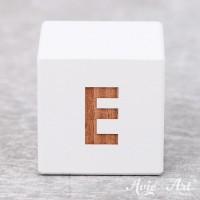 Würfel weiß mit Buchstabe - positive Gravur E