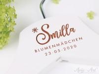 Kleiderbügel mit Namen und Datum - personalisierter Kleiderbügel zur Hochzeit für Blumenkinder