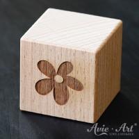 Holzwürfel Motiv graviert Blume
