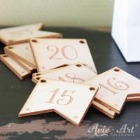 Gravierte Kalenderzahlen aus Holz - 30 x 30 x 2 mm