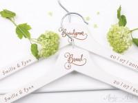 Kleiderbügel mit Namen von Braut & Bräuigam und Hochzeitsdatum (2er Set)