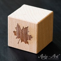 Holzwürfel graviert Blatt positiv