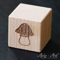 Holzwürfel Motiv Pilz graviert