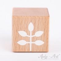 Holzwürfel mit einem Zweig weiße Farbe handbemalt