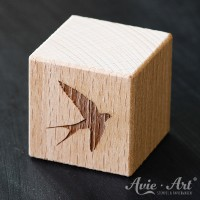 Holzwürfel Motiv Schwalbe graviert